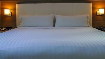Holiday Inn Express & Suites Miami Arpt And Intermodal Area - Miami, FL 33142