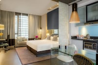 Classic Room, 1 King Bed, Private Bathroom, City View