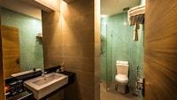 Standard Room (1 Queen or 2 Single Beds)