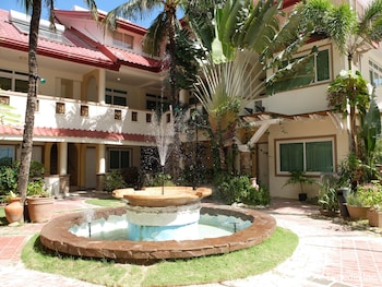 Willy's Beach Hotel Boracay Courtyard