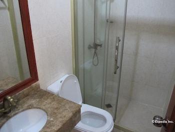Dragon Home Inn Cebu Bathroom
