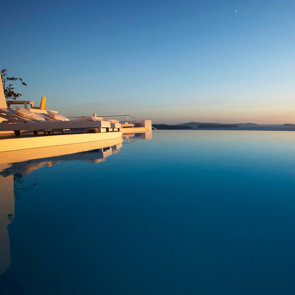 Pool Infinity pool Katikies Hotel