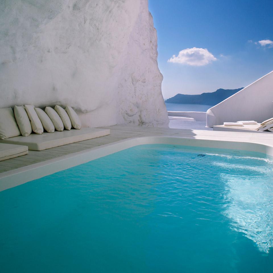 Infinity pool Katikies Hotel
