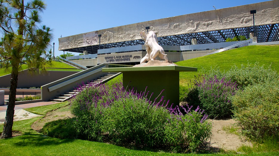 La brea tar pits in los angeles california expedia for Casa de jardin mobile home park
