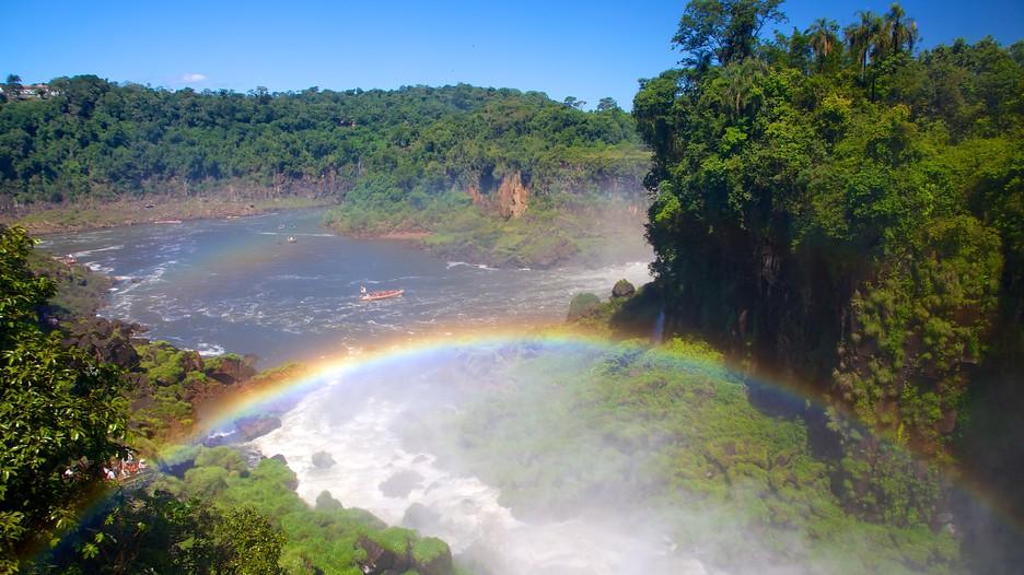 光に浮かぶイグアスの滝