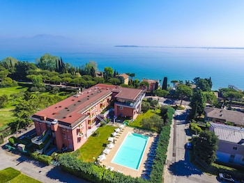 Photo for Hotel Oliveto in Desenzano del Garda