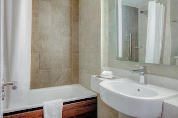 Hilton Edinburgh Carlton - Bathroom  - #0