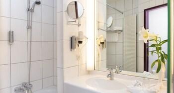 Victor's Residenz-Hotel Frankenthal - Bathroom  - #0