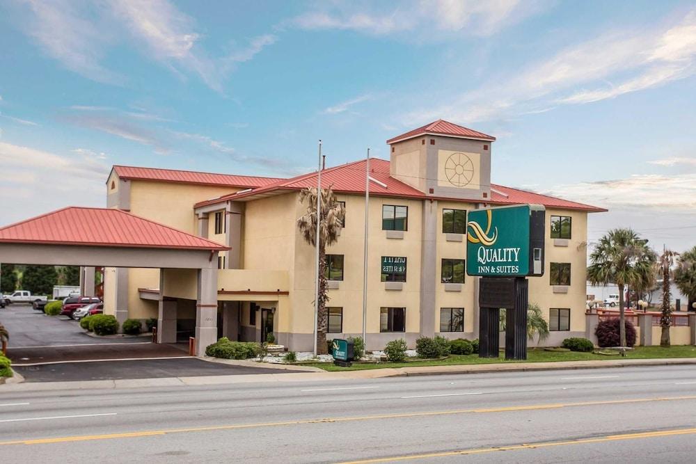 Quality Inn & Suites Ft. Jackson Maingate