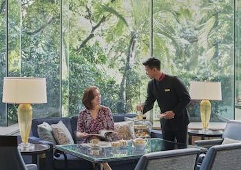 Makati Shangri-La Lobby Sitting Area