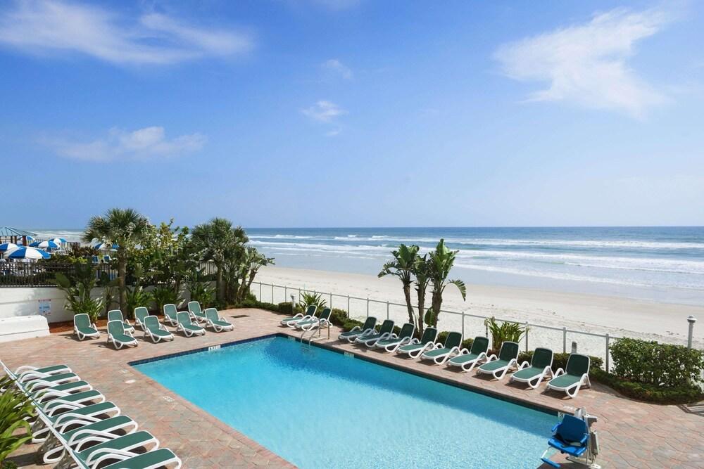 Days Inn by Wyndham Daytona Oceanfront