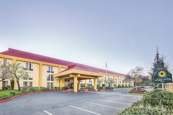 La Quinta Inn & Suites Oakland Airport Coliseum - Hotel Front  - #0