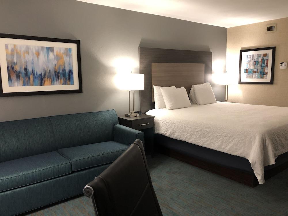 The Walnut Hotel Dallas I-35 North
