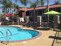 Days Inn & Suites Anaheim