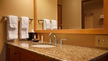 Best Western Inn At The Rogue - Bathroom  - #0