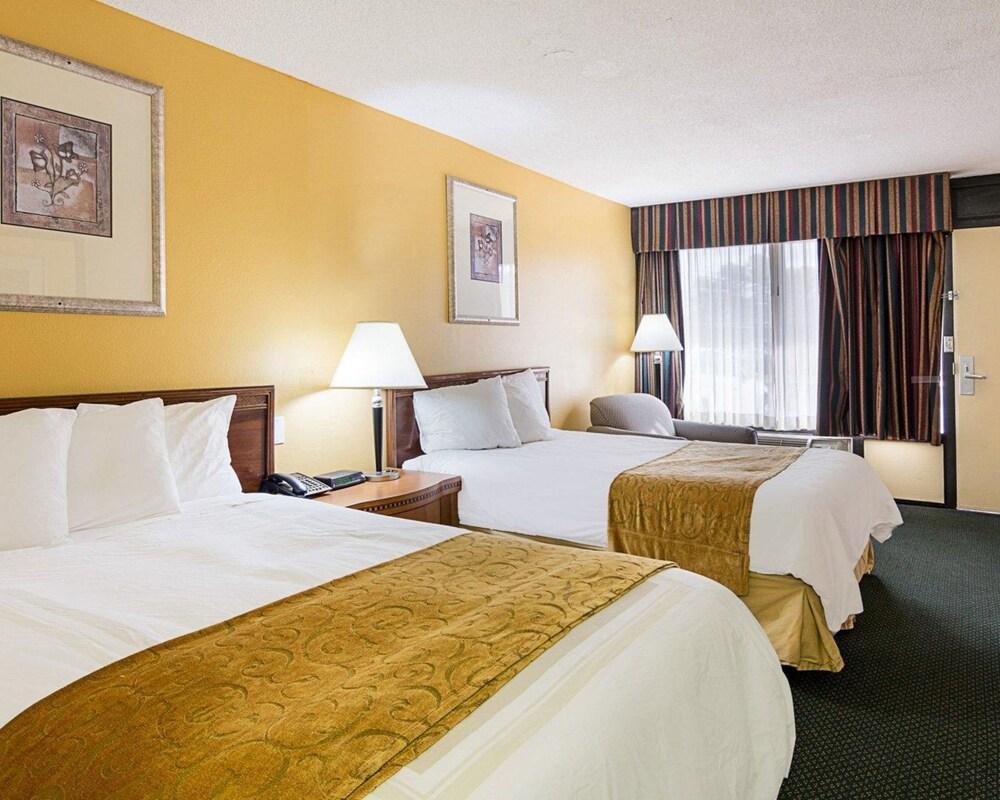 Days Inn & Suites by Wyndham Williamsburg Colonial