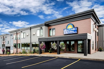 Days Inn & Suites by Wyndham Duluth by the Mall