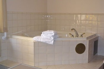 Best Western Inn & Conference Center - Deep Soaking Bathtub  - #0