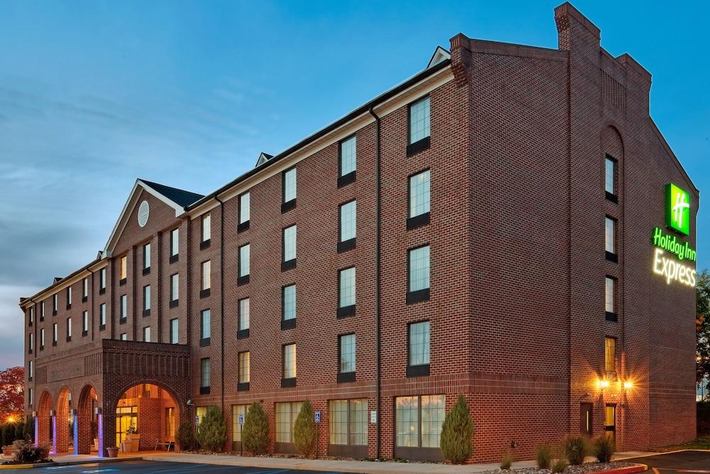 Holiday Inn Express - Harrisburg East