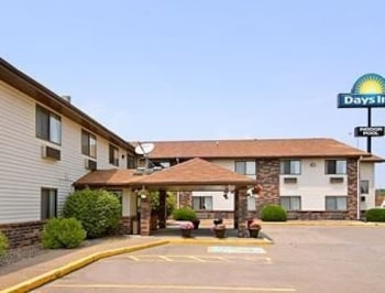 Days Inn and Suites Davenport East