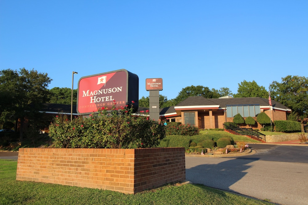 Magnuson Grand Hotel And Conference Center Tyler Smith Texas Price Address Reviews