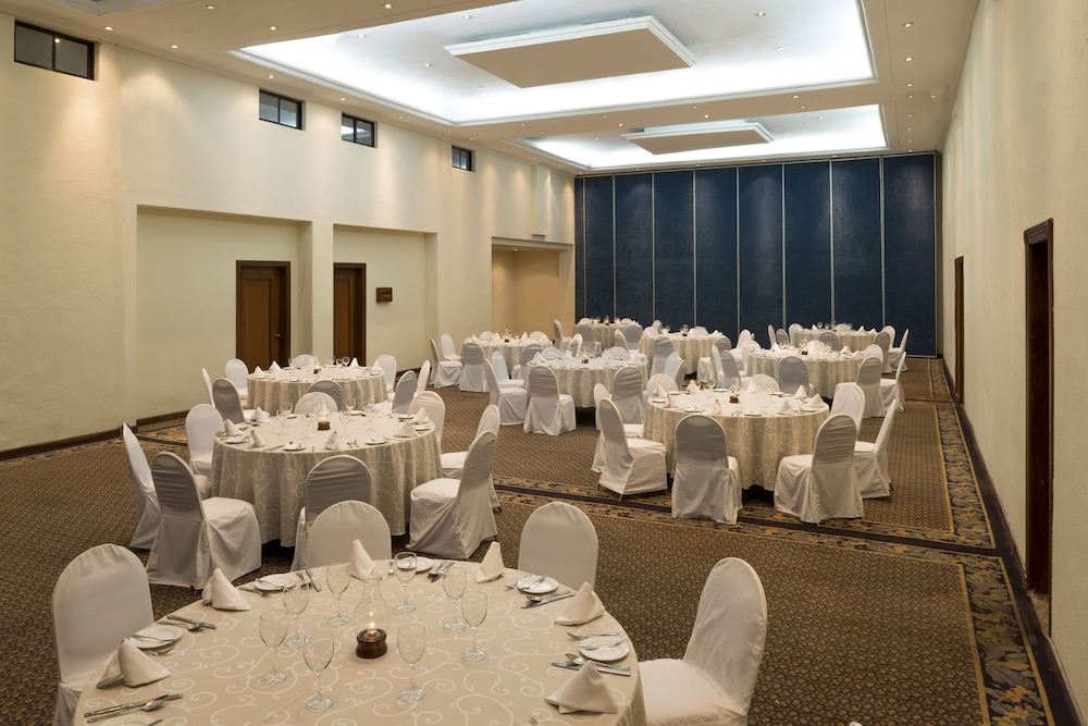 Ballroom/Hall 57 of 172