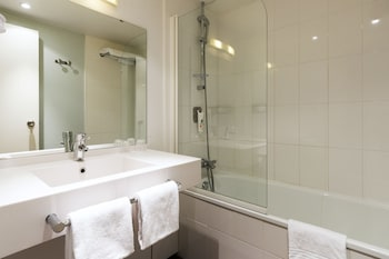 Novotel Birmingham Centre - Bathroom  - #0