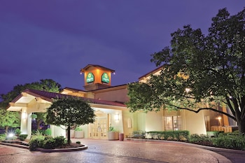 梅裡爾維爾拉昆塔套房飯店