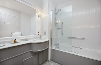 Doubletree by Hilton Hotel Coventry - Bathroom  - #0