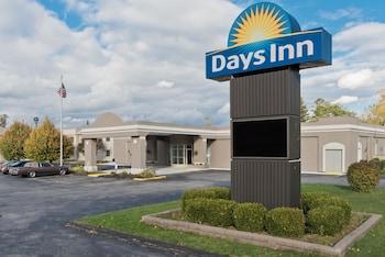 Days Inn by Wyndham Batavia Darien Lake Theme Park in Batavia, New York
