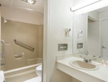 Days Inn Bedford - Guestroom  - #0