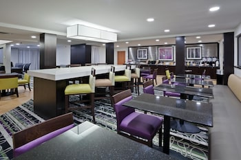 La Quinta Inn & Suites Detroit Metro Airport - Property Amenity  - #0