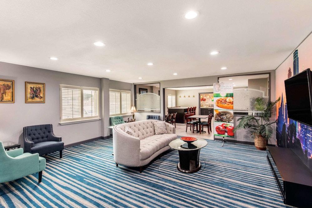 Quality Inn & Suites Plano East - Richardson