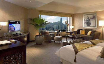 Junior Suite, 1 King Bed, Pool View