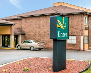 Quality Inn & Suites Airport in Flint, Michigan
