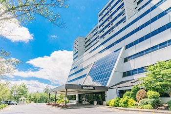 APA Hotel Woodbridge in Iselin, New Jersey