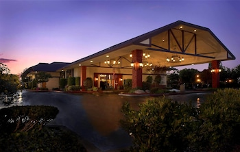 Airport Hotels near Woodward Park in Fresno from $98/night