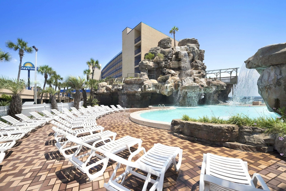 Days Inn by Wyndham Panama City Beach/Ocean Front