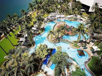 Sofitel Philippine Plaza Manila Outdoor Pool