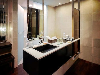 Sofitel Philippine Plaza Manila Bathroom Sink