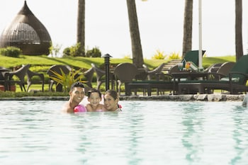 Sofitel Philippine Plaza Manila Outdoor Pool