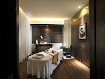 Sofitel Philippine Plaza Manila Treatment Room