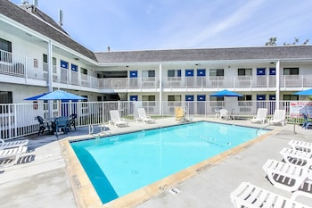 Motel 6 Fremont North - Pool  - #0
