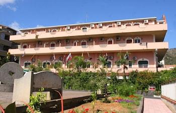 Photo for Hotel D'Orange D'Alcantara in Francavilla di Sicilia