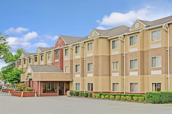 Microtel Inn by Wyndham Cornelius/Lake Norman in Cornelius, North Carolina