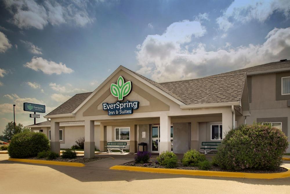 EverSpring Inn & Suites