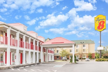 Super 8 by Wyndham Clinton in Clinton, Tennessee