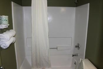 Knights Inn Albany - Bathroom  - #0