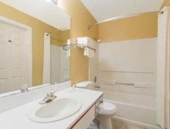 Super 8 Hurricane Zion National Park - Bathroom  - #0