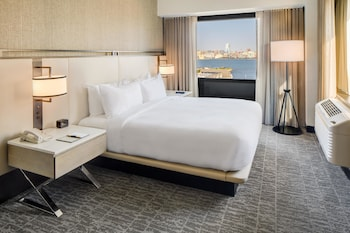 DoubleTree by Hilton Hotel & Suites Jersey City in Jersey City, New Jersey